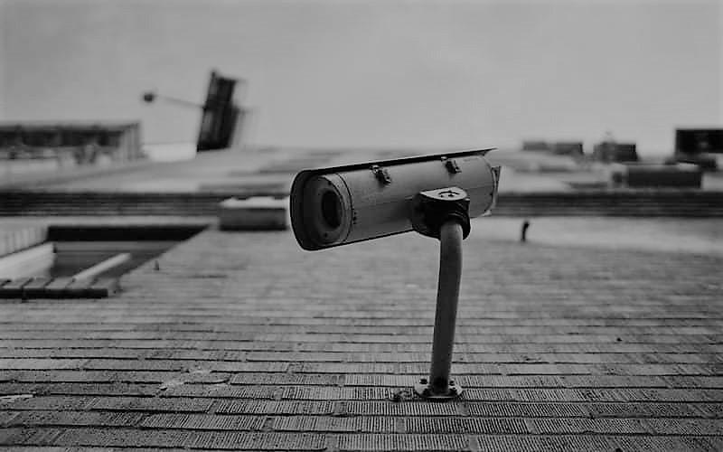 تصویر سیاه و سفید در دوربین مداربسته